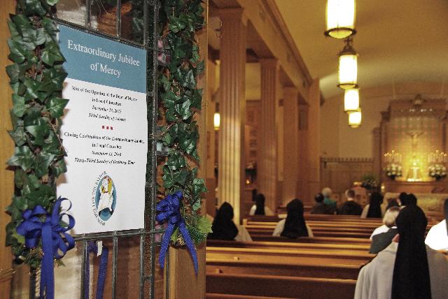 MAT3449_Jan 21 16_Mass thru Holy Door